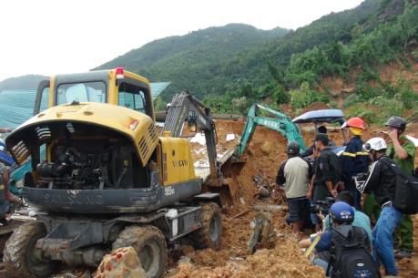 Tập trung cứu chữa nạn nhân của vụ sạt lở núi tại Khánh Hòa