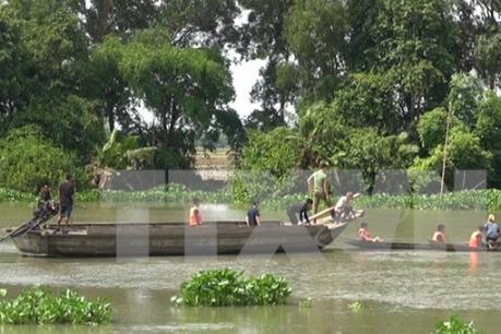 Long An: Chìm ghe trên sông Vàm Cỏ Đông, hai mẹ con mất tích