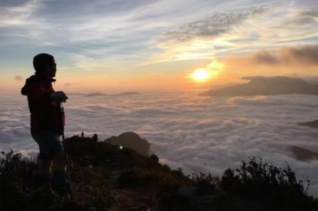 Ngắm biển mây đẹp mê hồn trên núi Bạch Mộc Lương Tử
