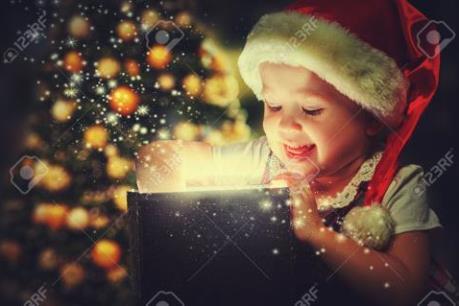 Chọn mua quà Noel cho bé trai và bé gái khác nhau thế nào?