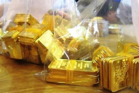 Truy tố cựu tiếp viên hàng không buôn lậu vàng