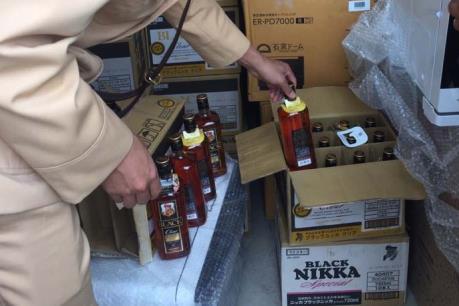 Thanh Hóa: Bắt giữ hơn 1.000 chai rượu ngoại và nhiều hàng hóa không có giấy tờ hợp lệ