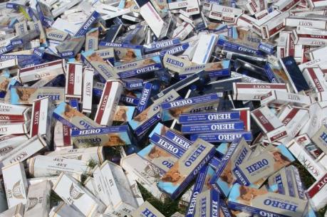 Tây Ninh tạm giữ xe tải vận chuyển gần 11.000 bao thuốc lá nhập lậu