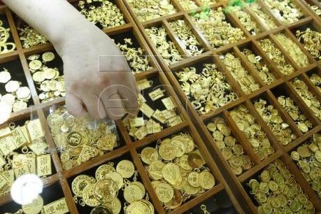 Giá vàng châu Á giảm do đồng USD mạnh lên