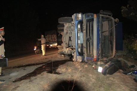 Lâm Đồng: Lật xe trên khúc cua tử thần 1 người chết