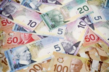 Đôla Canada có thể chạm đáy năm 2017