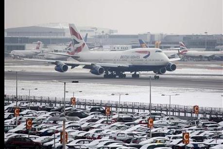Anh hủy hàng trăm chuyến bay do sương mù đông lạnh
