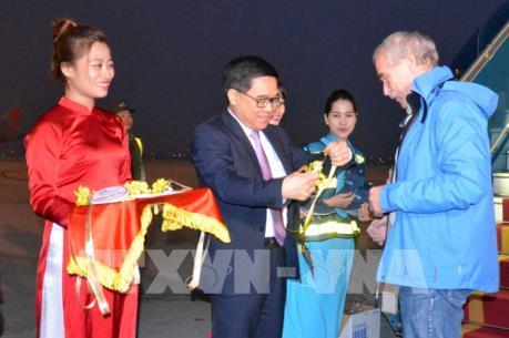 Hà Nội đón vị du khách quốc tế đầu tiên trong năm 2017
