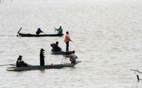 Lật thuyền trên hồ thủy điện làm 3 người mất tích