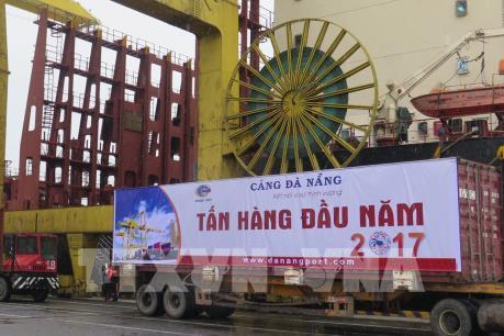 Cảng Đà Nẵng đón tấn hàng đầu năm mới