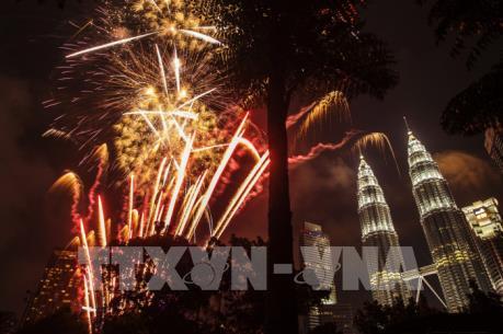 Pháo hoa mừng năm mới tại Malaysia bất ngờ rơi xuống đám đông và phát nổ