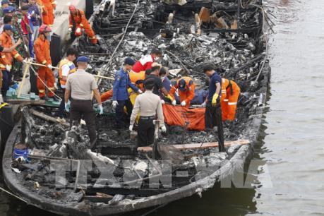 Tiết lộ nguyên nhân phà chở khách ở Indonesia bốc cháy