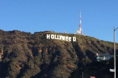 """Người dân Mỹ ngỡ ngàng khi tấm biển Hollywood bị đổi thành """"Hollyweed"""" chỉ sau một đêm"""