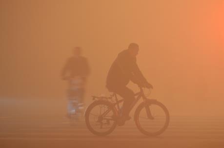 """Trung Quốc lần đầu tiên cảnh báo """"đỏ"""" về ô nhiễm không khí"""