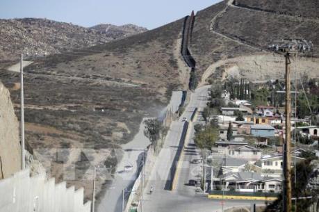 Tổng thống đắc cử Mỹ bỏ kế hoạch buộc Mexico chi trả cho bức tường biên giới