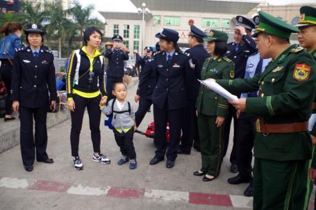 Giải cứu một bé trai bị lừa bán sang Trung Quốc