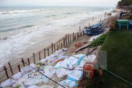 Thử nghiệm làm kè mỏ hàn chống sạt lở bờ biển Cửa Đại, Quảng Nam
