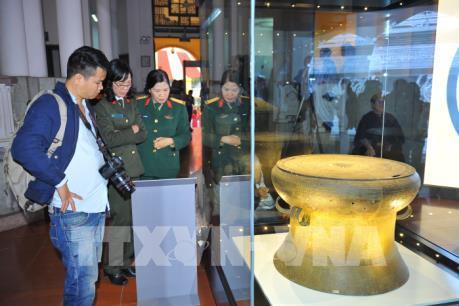 Lần đầu trưng bày hệ thống 18 bảo vật quốc gia ở Việt Nam