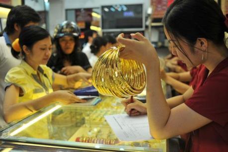 Giá vàng châu Á chạm mức cao nhất hơn một tháng