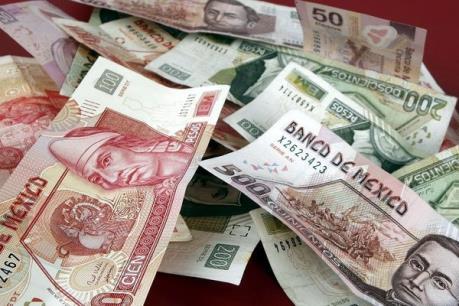 Đồng peso rơi xuống mức thấp kỷ lục mới