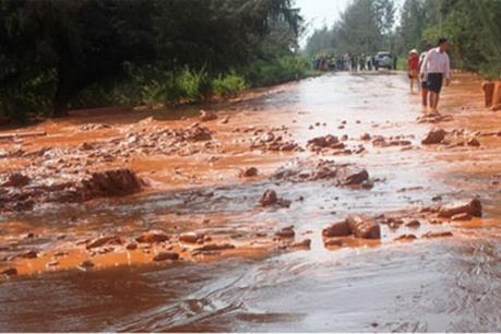 Vỡ nắp chắn hồ chứa bùn thải tại huyện Trấn Yên, Yên Bái