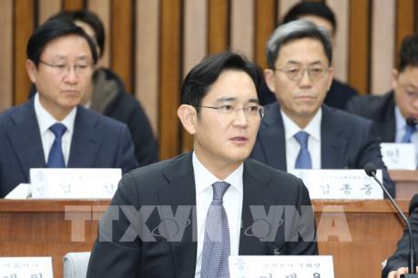 Hàn Quốc: Lãnh đạo Samsung khai nhận Tổng thống đề nghị góp tiền cho bà Choi