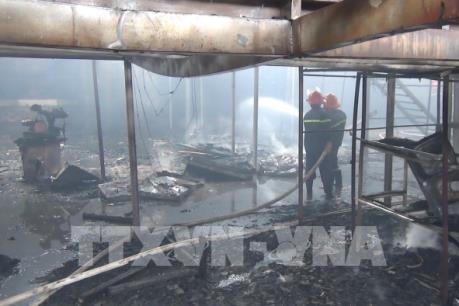 Hỏa hoạn thiêu rụi gần 1.000 mét vuông xưởng gỗ