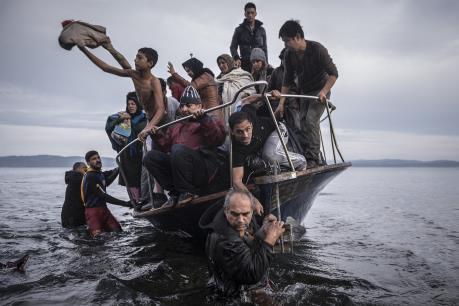 Khoảng 800 người di cư được giải cứu ở ngoài khơi bờ biển Libya