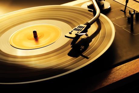 Doanh số bán đĩa than tại Anh đạt mức cao kỷ lục trong một phần tư thế kỷ