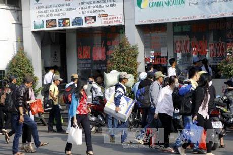 Người dân đi lại khó khăn trong các ngày cao điểm Tết