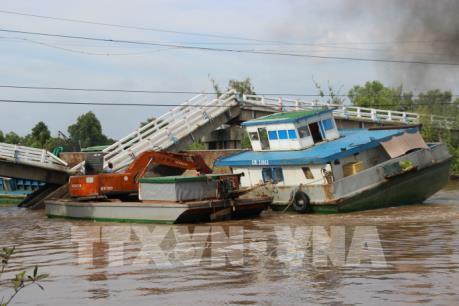 Nhanh chóng khắc phục hậu quả vụ sập cầu nghiêm trọng tại Cà Mau