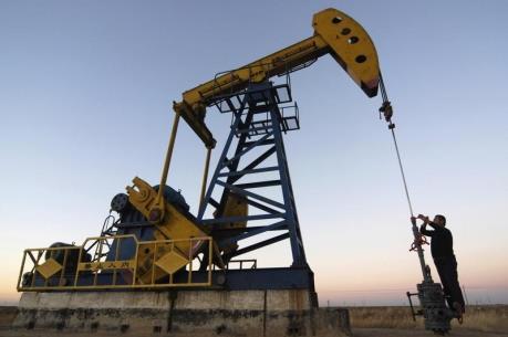 Giá dầu thế giới giảm 3% trong cả tuần