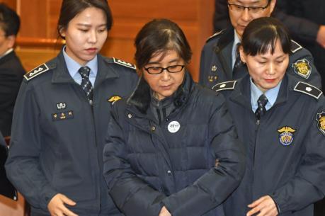 Cựu trợ lý của Tổng thống Park thừa nhận tiết lộ bí mật cho bà Choi