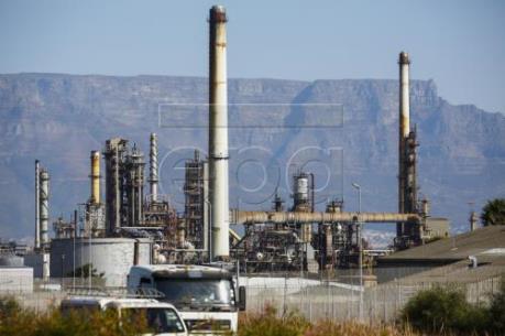 Giá dầu Brent và dầu thô Mỹ biến động trái chiều