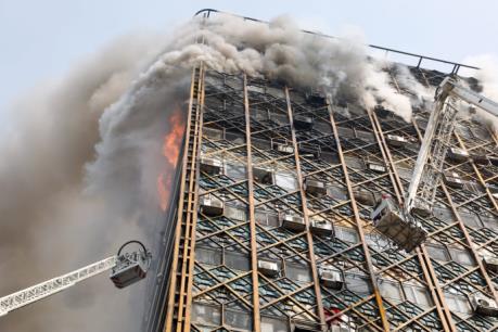 Tòa nhà cao tầng cổ nhất Iran đổ sập