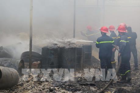 Cháy lớn tại xưởng sơ chế nguyên liệu giấy tại Bắc Ninh