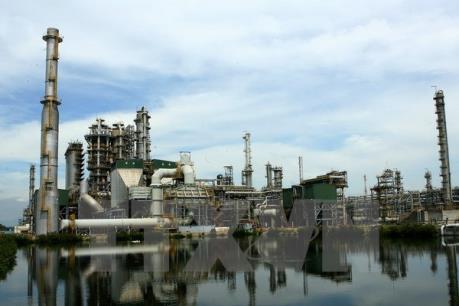 """Nhà máy lọc dầu Dung Quất vượt lên trong """"bão"""" giá dầu"""