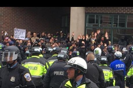 Tiếp tục biểu tình phản đối sắc lệnh cấm nhập cảnh của Tổng thống Mỹ