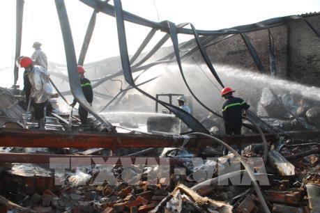 Cháy lớn thiêu rụi một nhà xưởng ở Tp. Hồ Chí Minh