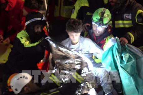 Thêm nhiều người được giải cứu sau các trận động đất ở miền Trung Italy