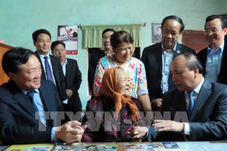 Thủ tướng Nguyễn Xuân Phúc thăm các gia đình chính sách tại tỉnh Quảng Nam