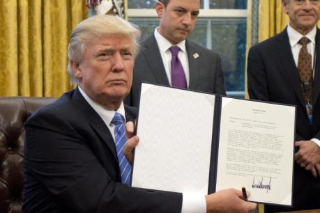 Tân Tổng thống Mỹ chính thức ký sắc lệnh rút khỏi Hiệp định TPP