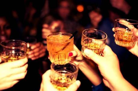 Mách bạn một số cách xử trí khi bị ngộ độc rượu ngày Tết