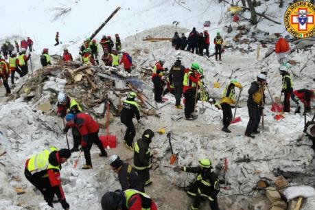 Thêm nạn nhân thương vong trong vụ động đất gây lở tuyết tại Italy