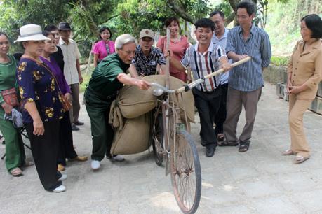 Thi xe đạp thồ Điện Biên Phủ - điểm nhấn trong Lễ hội Hoa Ban 2017