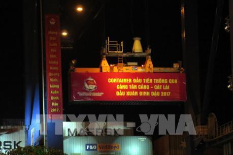 Đón container hàng đầu năm mới thông qua cảng Tân Cảng - Cát Lái