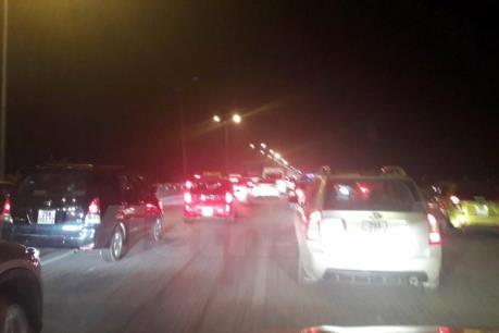 Ôtô ùn tắc kéo dài trên cao tốc Pháp Vân - Cầu Giẽ