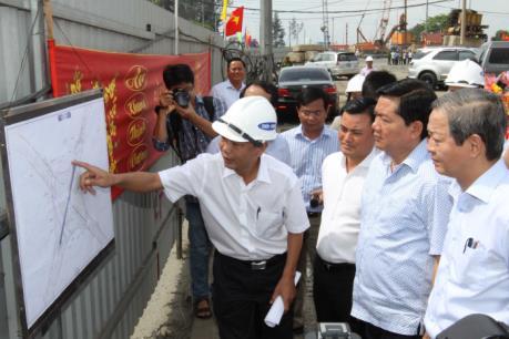 Bí thư Đinh La Thăng yêu cầu đẩy nhanh tiến độ 2 dự án giao thông trọng điểm của TP.HCM