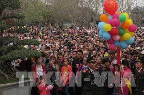 Hàng nghìn người hành hương về Bái Đính trong ngày khai hội năm 2017