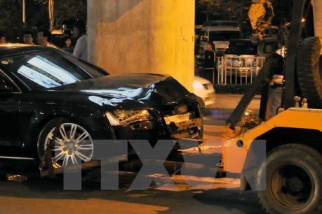 Hà Nội: Xe ô tô gây tai nạn, ít nhất 3 người nhập viện